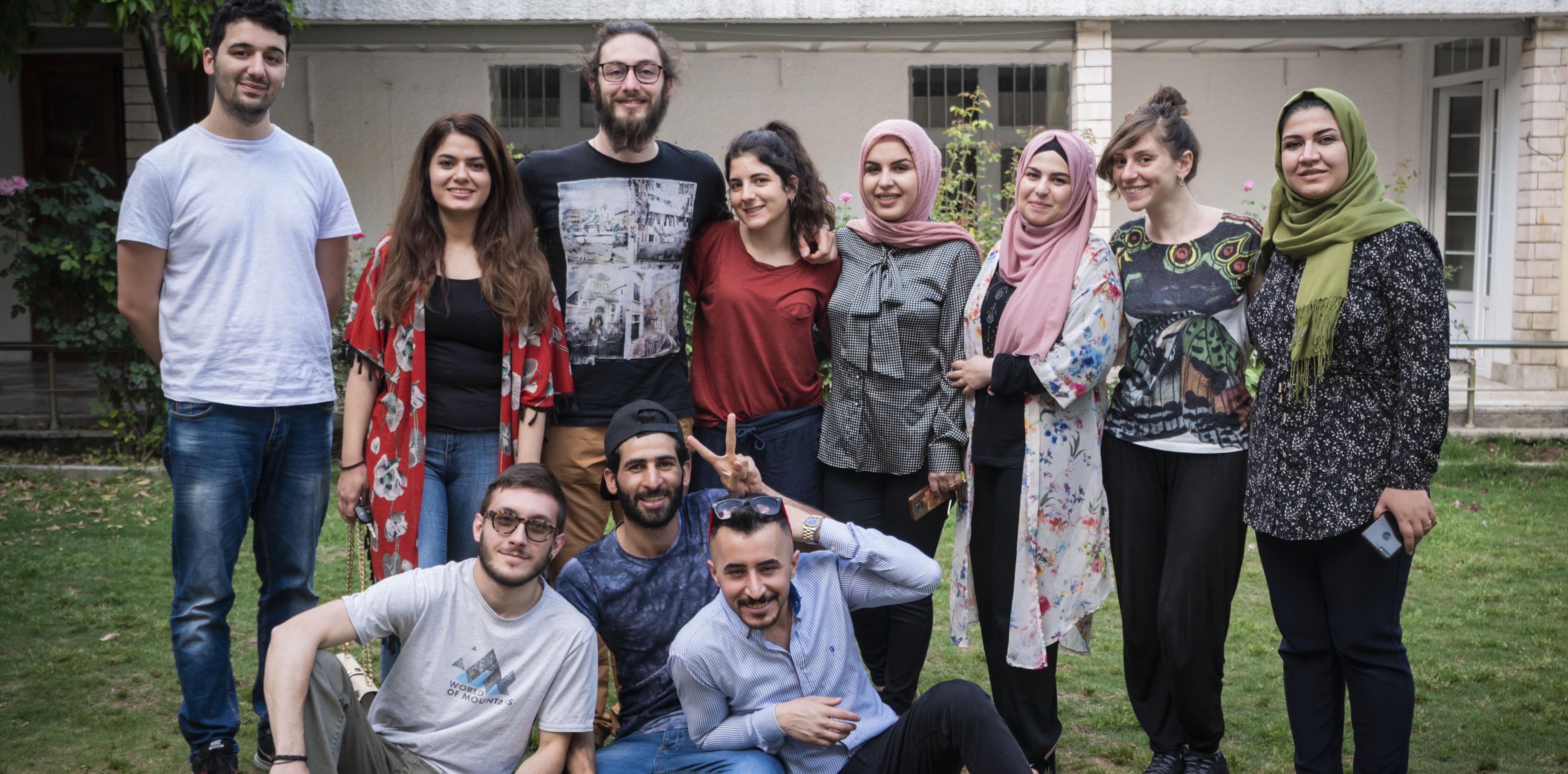 Le ragazze e i ragazzi dello scambio giovanile insieme allo staff UPP in Iraq